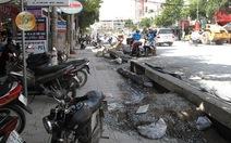 Dân lo nền nhà chìm dưới mặt đường