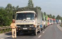 Xe khách đâm xe tải: đang cấp cứu 20 khách du lịch