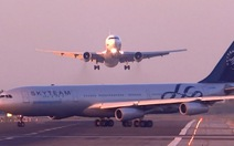 Video Boeing và Airbus suýt đâm nhau trong gang tấc