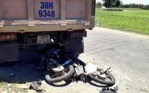 Bé gái 7 tuổi và hai cô họ chết thảm dưới bánh xe tải