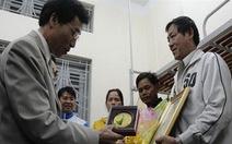 Thăm, tặng hoa quà cho thí sinh 52 tuổi