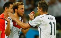 Klose nói gì với Goetze khi thay người?