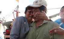Ngư dân trở về trong nước mắt