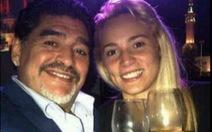 Bồ trẻ tố Maradona vũ phu
