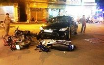 Ôtô càn 3 xe máy, 5 người bị thương