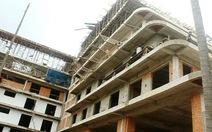 Ngừng thi công khách sạn 4 tầng xây 8 tầng