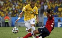 """Neymar đá bóng """"không cần suy nghĩ"""""""