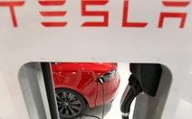 """Xe hơi điện Tesla """"bắt tay"""" với Panasonic"""