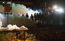 Cảnh sát lại đụng độ người biểu tình ở Missouri