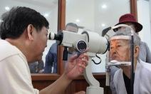 Khám, mổ mắt miễn phí cho 500 người già