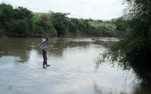 Đu dây qua sông, một phụ nữ rơi từ độ cao 10 mét