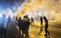 Súng nổ ở thành phố bạo động Mỹ