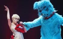 Quá sex, Miley Cyrus bị cấm diễn