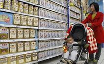 Mất tín nhiệm, sữa Trung Quốc bán kèm... bảo hiểm