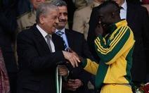 """Vua phá lưới tại Algeria chết vì """"vật lạ"""" từ khán đài"""