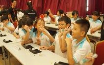 Học trò lớp 5 học ráp bộ phát điện