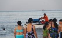 Ai quản lý đội canô ở bãi biển?