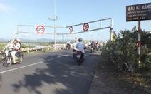 Khung hạn chế tải trọng cầu Đà Rằng bị tông gãy lần 3