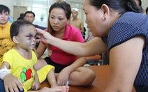 Video: Bé 4 tuổi bị cha mẹ đánh chấn thương sọ não