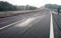 Cao tốc hơn 1,6 tỉ USD nứt mặt đường:do đất yếu
