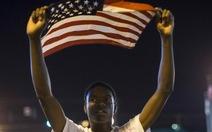 Cảnh sát Mỹ bị bắn tại thành phố bạo động sắc tộc