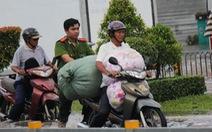 Sài Gòn ngập nước, vẫn ấm tình người