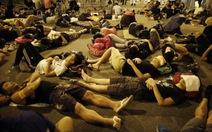 Người biểu tình Hong Kong đồng ý ngừng vây tòa nhà chính phủ