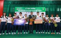 Trao thưởng 2 tỉ đồng cho đội tuyển bóng đá nữ