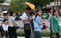 """Hơn 28.000 khách Trung Quốc dùng hộ chiếu in hình """"lưỡi bò"""""""