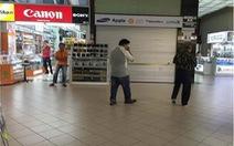 Sập bẫy khi mua điện thoại ở Singapore