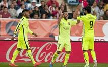Luis Suarez tỏa sáng cứu Barcelona