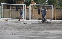 Rầm rộ xây sân bóng trong trường học