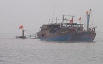 Nghệ An: Tàu cá vỡ toácdođâm đá ngầm