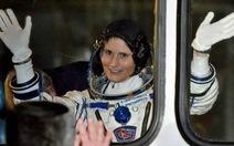 Phụ nữ Ý đầu tiên bay vào không gian, làm việc trên ISS