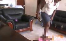 Sốc với video người giữ trẻ tra tấn bé 18 tháng
