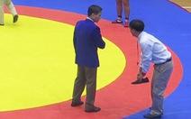 HLV và trọng tài đánh nhau tại Đại hội TDTT toàn quốc 2014