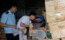 Hàng lậu tràn qua cửa khẩu Lao Bảo