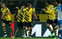 Thắng Hoffenheim, Dortmund thoát khỏi nhóm cầm đèn đỏ
