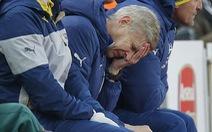 HLV Wenger nổi cáu với trọng tài và hàng thủ Arsenal