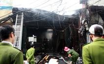 Cột điện cháy, lửa lan sang thiêu rụi xưởng gỗ