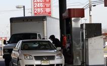 Dầu xuống sát 60 USD/thùng, xăng ở Mỹ còn14.600 đồng/lít