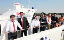 Trao tặng xuồng tuần tra 12 tỉ đồng cho cảnh sát biển