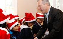 Tân Đại sứ Mỹ tổ chức tiệc Giáng sinh cho trẻ mồ côi