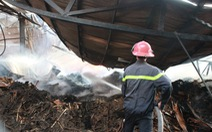 1.000 m nhà xưởng đồ gỗ thành tro bụi trong biển lửa