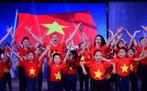 Rực sao vàng trong đêm mở màn Bước nhảy hoàn vũ 2015