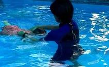 Nhiều rủi ro khi trẻ nhỏ học bơi