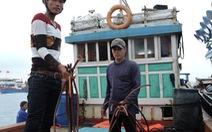 Tàu Trung Quốc lại đập phá tàu ngư dân Quảng Ngãi