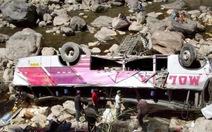 Hàng chục người chết khi xe lao xuống vực ở Peru