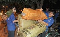 Sinh viên nhặt ve chai làm từ thiện