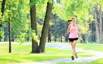 Đi bộ dưới nắng gắt buổi trưa tốt cho sức khỏe